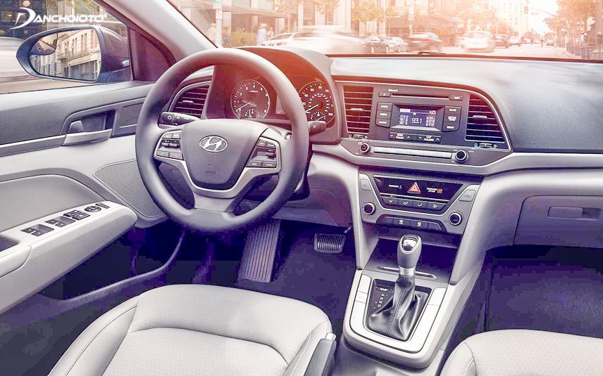 Khoang lái áp dụng triết lý HMI với mọi chi tiết đổ dồn về người lái