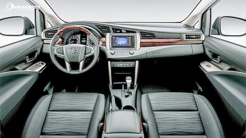 Khoang lái của Innova 2018 đã được thiết kế lại đẹp mắt và sang trọng hơn