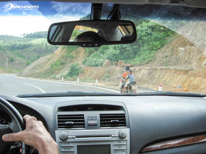 Lái thử xe ở nhiều địa hình và tốc độ khác nhau