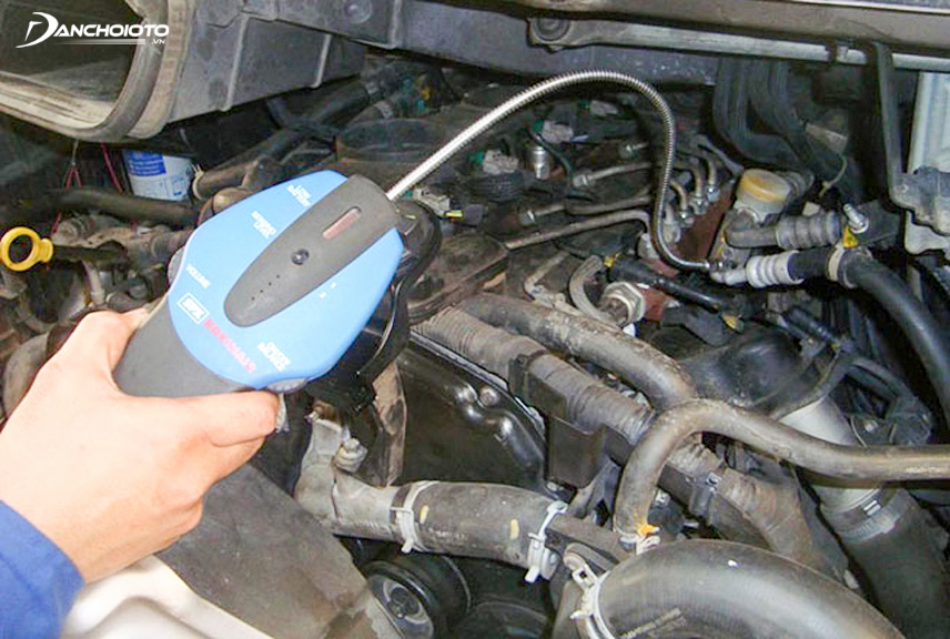 Should take the car to the garage for professional inspection and repair