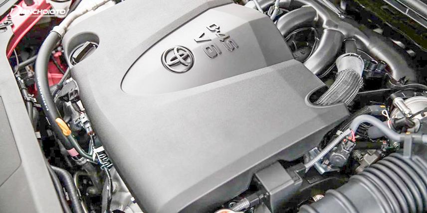 Toyota Camry 2018 sử dụng động cơ 2,5 lít với 4 xi lanh cho khả năng phun xăng trực tiếp