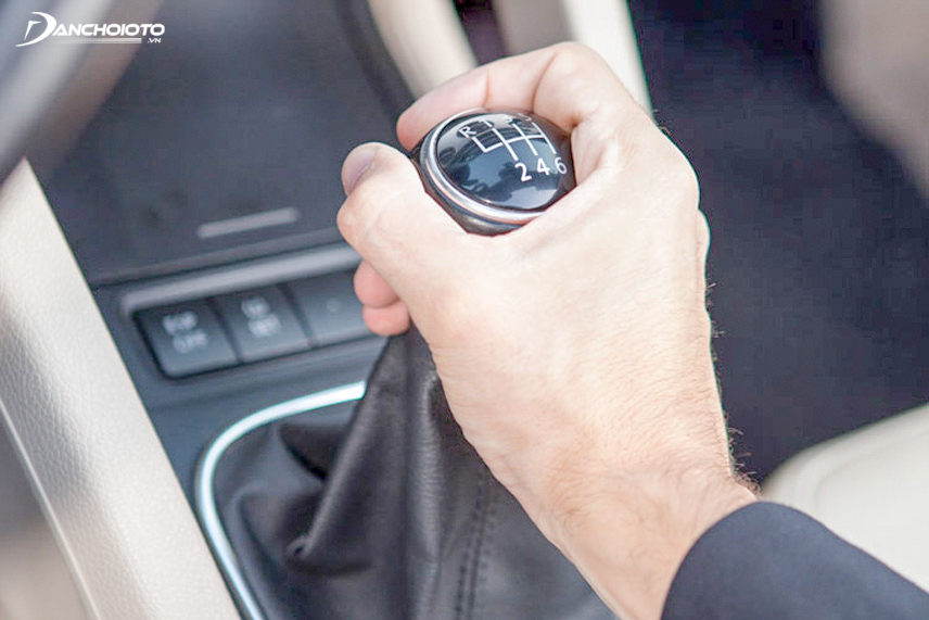 Check the gear lever when starting the car