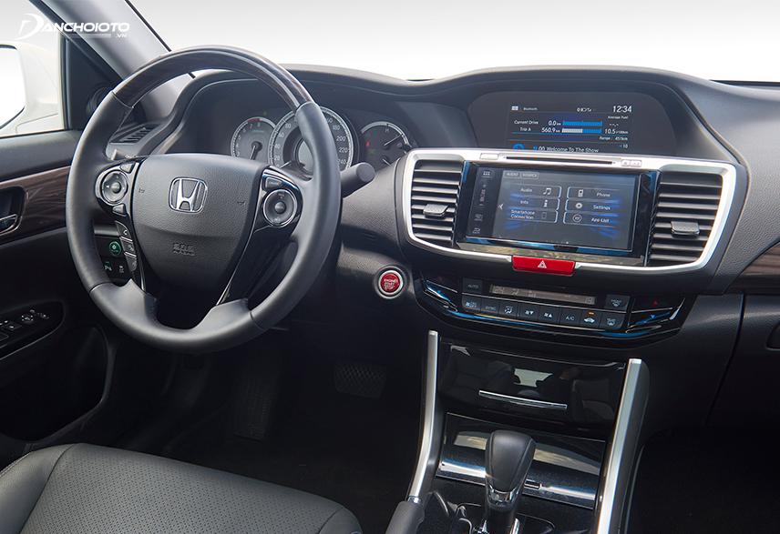 Màn hình hiển thị trung tâm cho phép người dùng thao tác gần như mọi tính năng trên xe