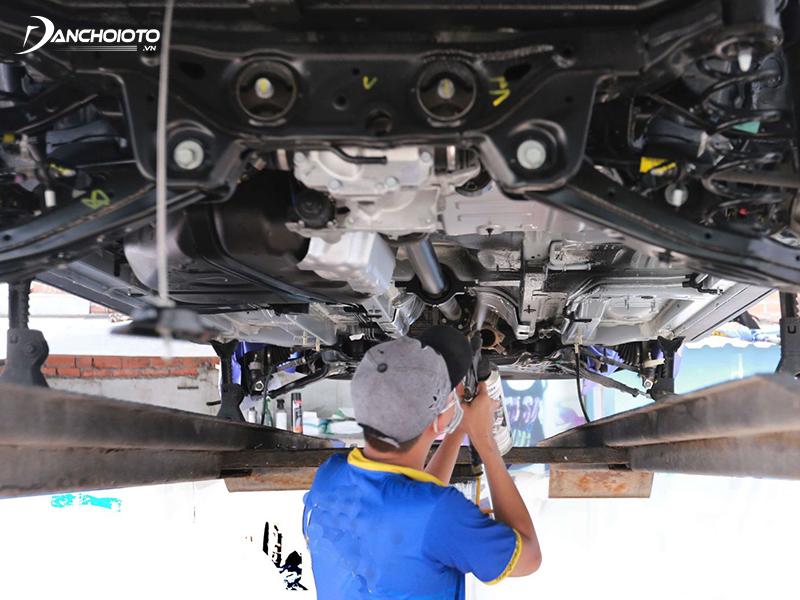 Phủ gầm ô tô còn có tác dụng chống trầy xước, hạn chế biến dạng gầm xe