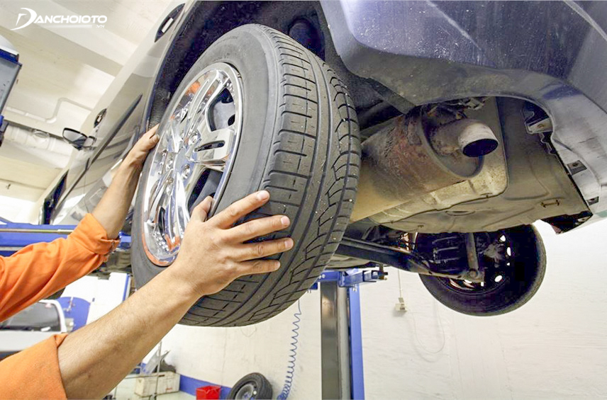 Observe and determine tire wear