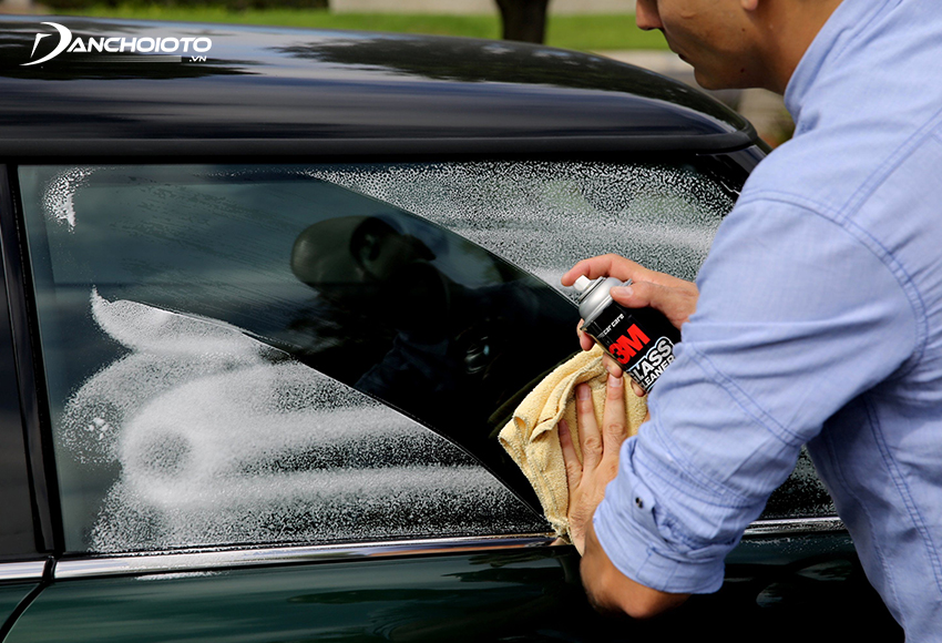 Using stain remover spray bottle, calcium descaling for car foam is simpler and more convenient