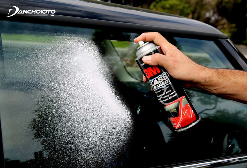 Using lemon is one of the most effective calcium descaling tips on the car glass