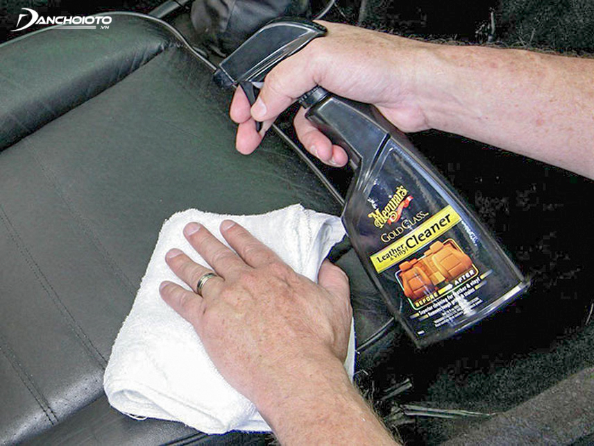 Use the appropriate detergent to avoid adversely affecting the leather of the chair