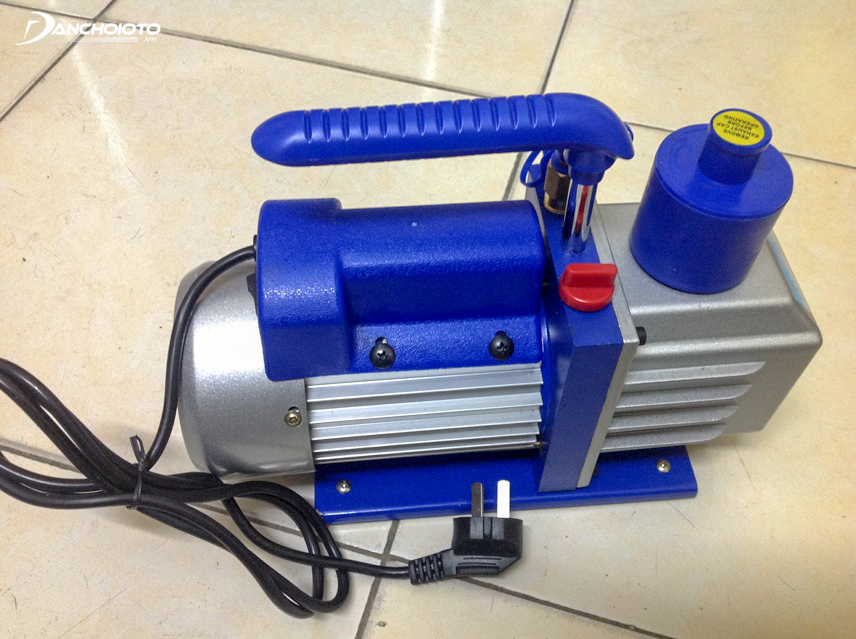 Use a vacuum to extract existing cold gas before recharging new gas
