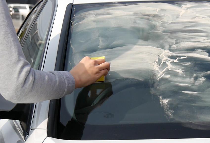 Cách làm sạch kính ố lâu ngày, tẩy cặn canxi trên kính ô tô