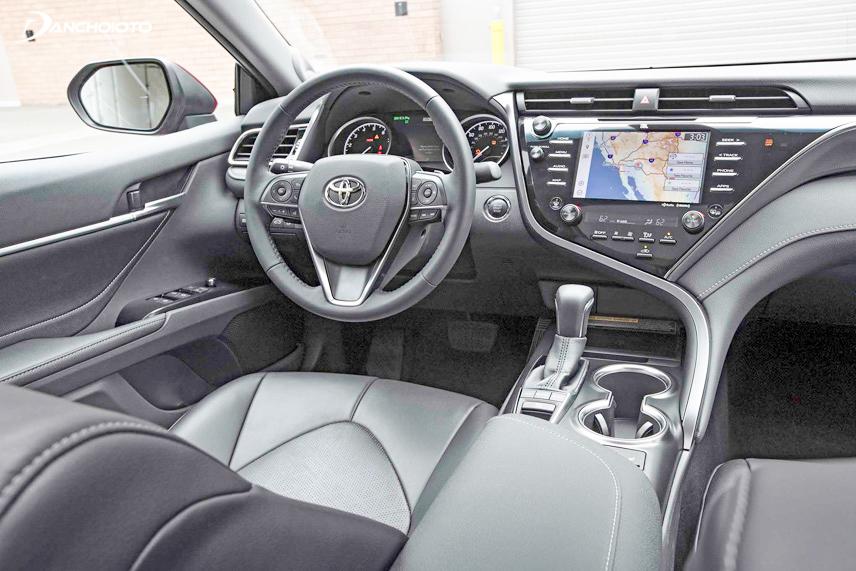 Toyota Camry 2018 có nội thất hiện đại và lạ mắt