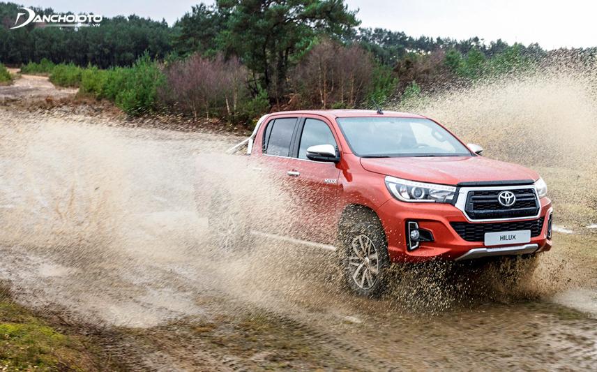 Toyota Hilux 2018 mạnh mẽ và đầy thuyết phục