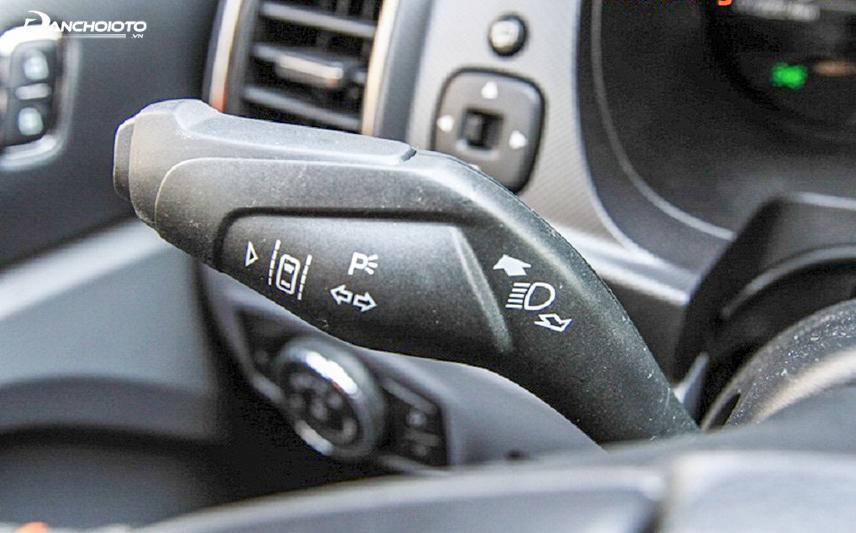 Vị trí nút bấm khởi động tính năng cảnh báo chuyển làn đường