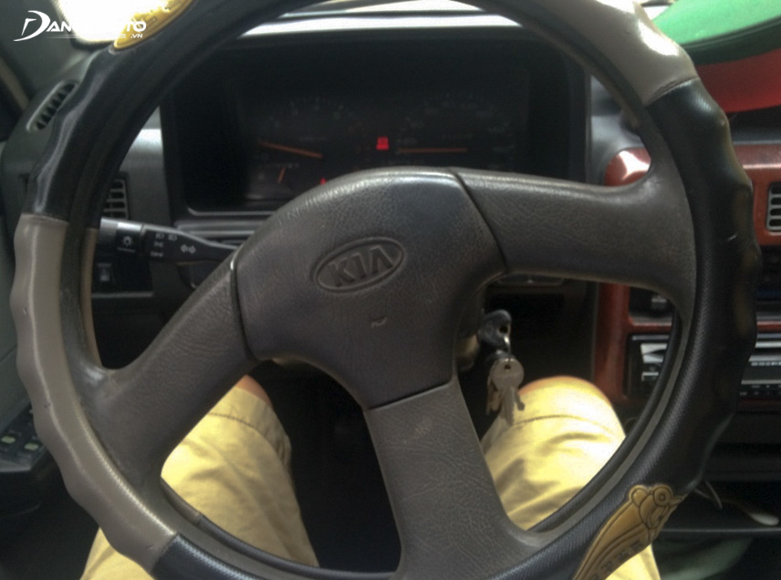 The steering wheel is deflected without impact