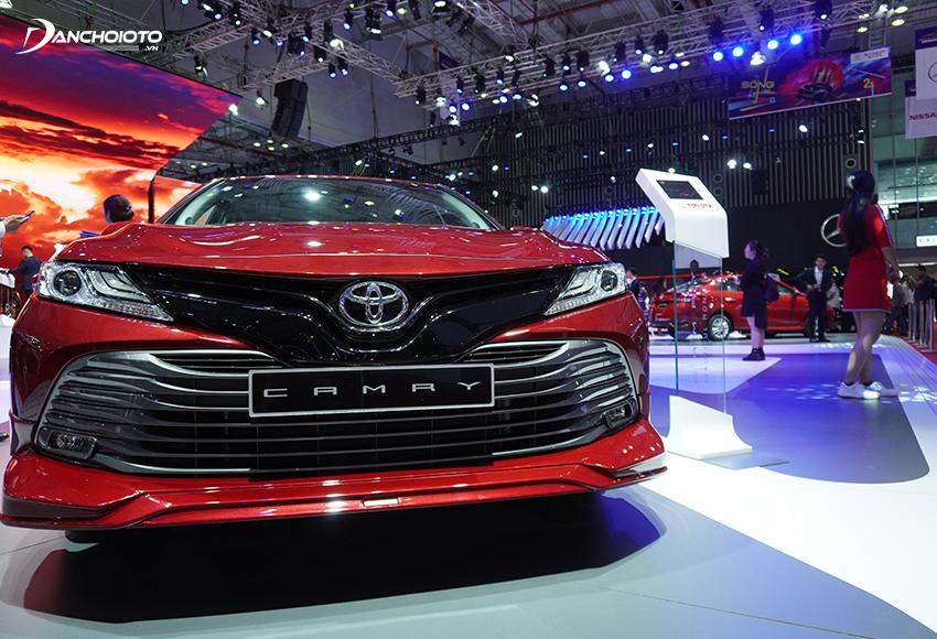 Đầu xe Toyota Camry 2020 cực kỳ thu hút với lưới tản nhiệt siêu rộng
