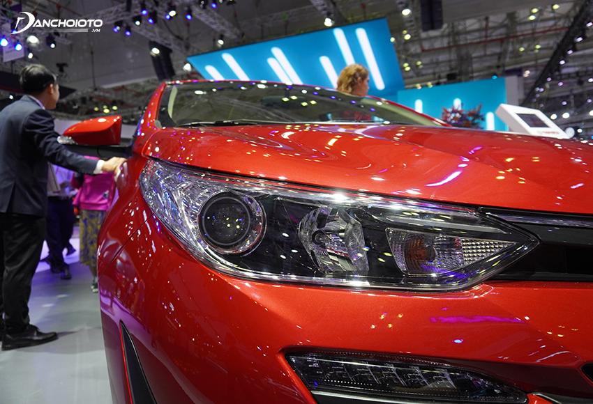 Đèn trước của Toyota Vios 2020 được đẩy nhiều sang 2 góc, chốt mỏng, kéo dài hiện đại