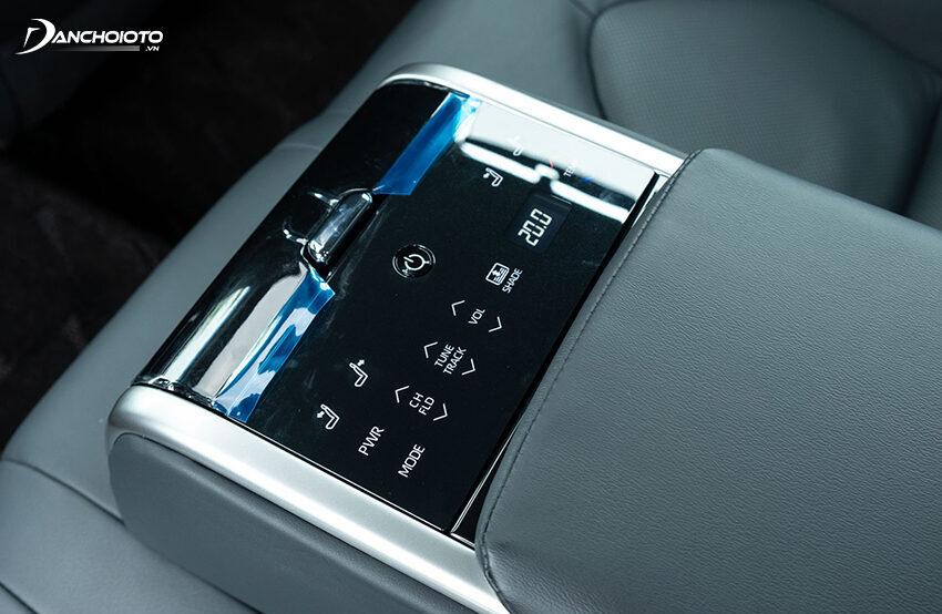 Ghế sau Camry 2.5Q có bảng điều khiển cảm ứng