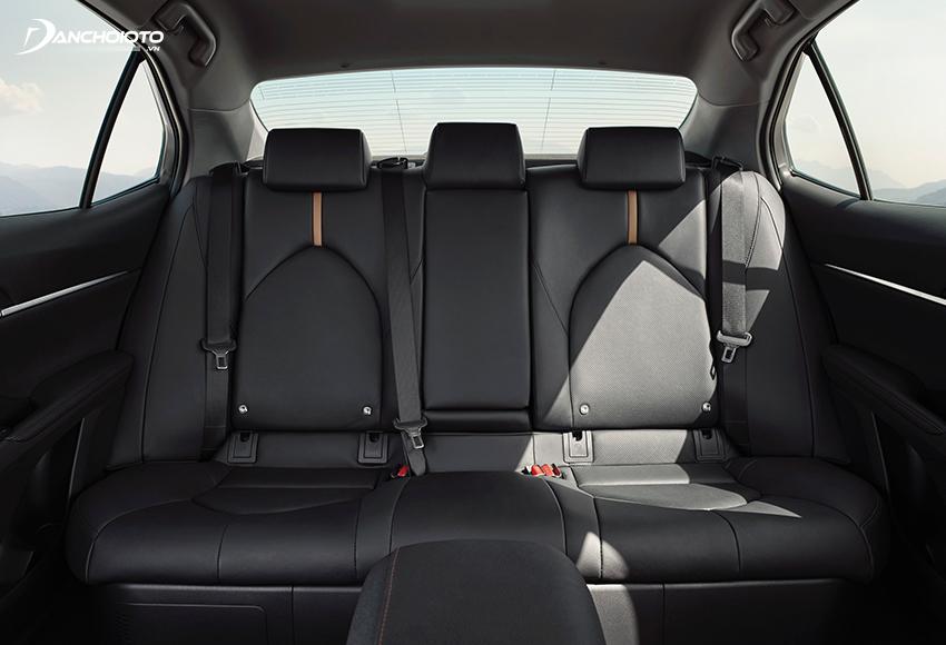 """Hàng ghế sau của Toyota Camry được đánh giá rất cao, đậm chất """"doanh nhân"""", trải nghiệm đẳng cấp"""