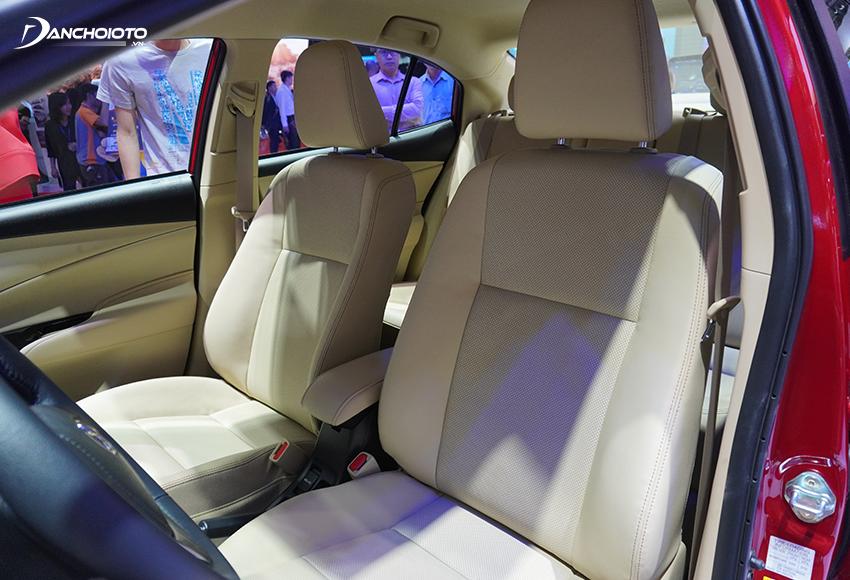 Hàng ghế trước ghế thiết kế bề mặt to, chỉnh cơ hoàn toàn