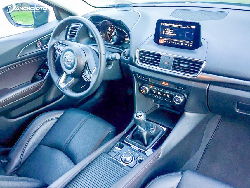 Khu vực taplo của xe Mazda 3 với nhiều tiện nghi