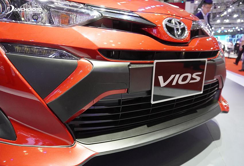 Lưới tản nhiệt Toyota Vios 2020 tạo ấn tượng mạnh với thiết kế hình thang ngược vuốt cong mở rộng từ dưới lên trên