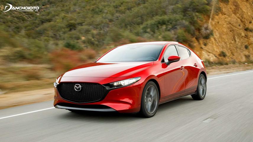 Mazda 3 vận hành đầm chắc, ổn định, bám đường tốt ở tốc độ cao