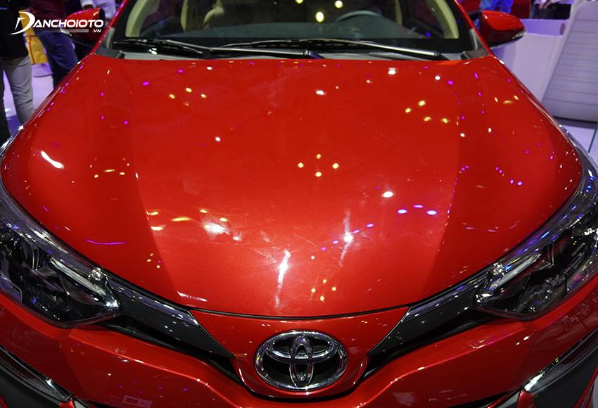 Nắp capo Toyota Vios 2020 chạy dài những đường gân dập nổi hiện đại