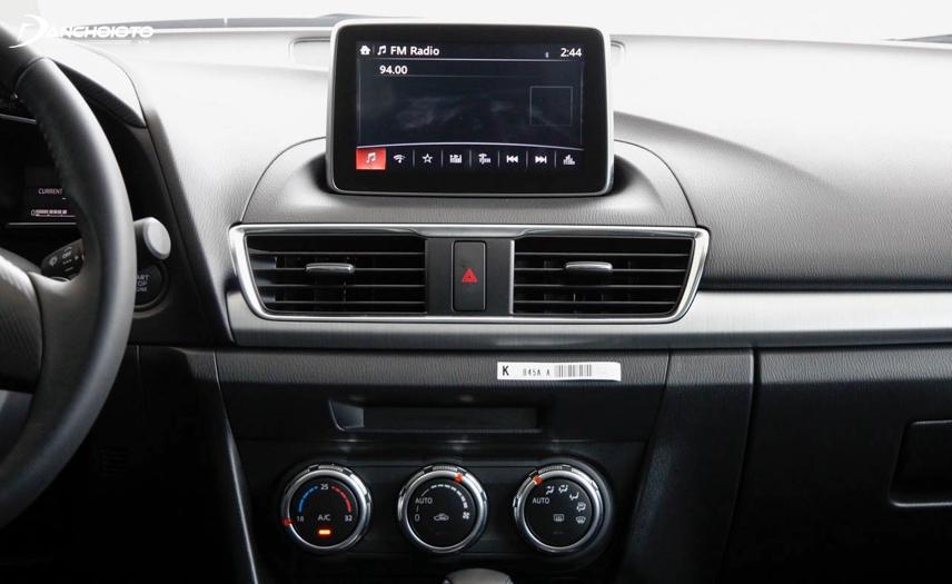 Taplo Mazda 3 được thiết kế tối giản