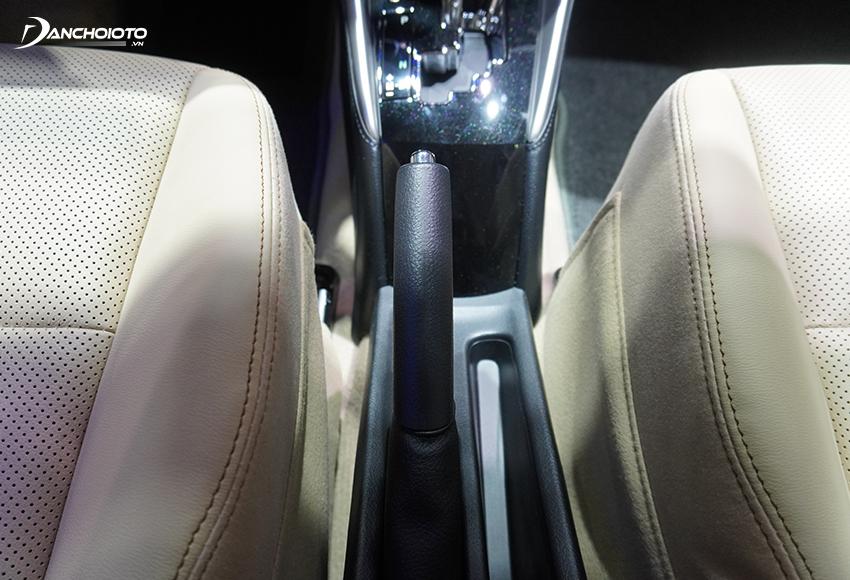 Thiết kế phanh tay Toyota Vios 2020 bị đánh giá khá thô, kém tinh tế