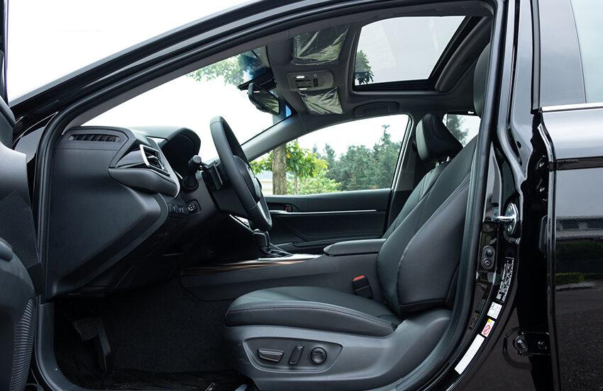 Toyota Camry 2.5Q có cửa sổ trời