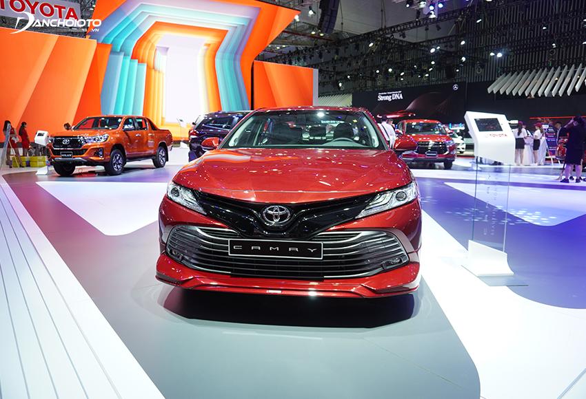 Toyota Camry 2020 mang sự mềm mại, thanh thoát đầy quyến rũ, những đường nét tinh tế, trẻ trung