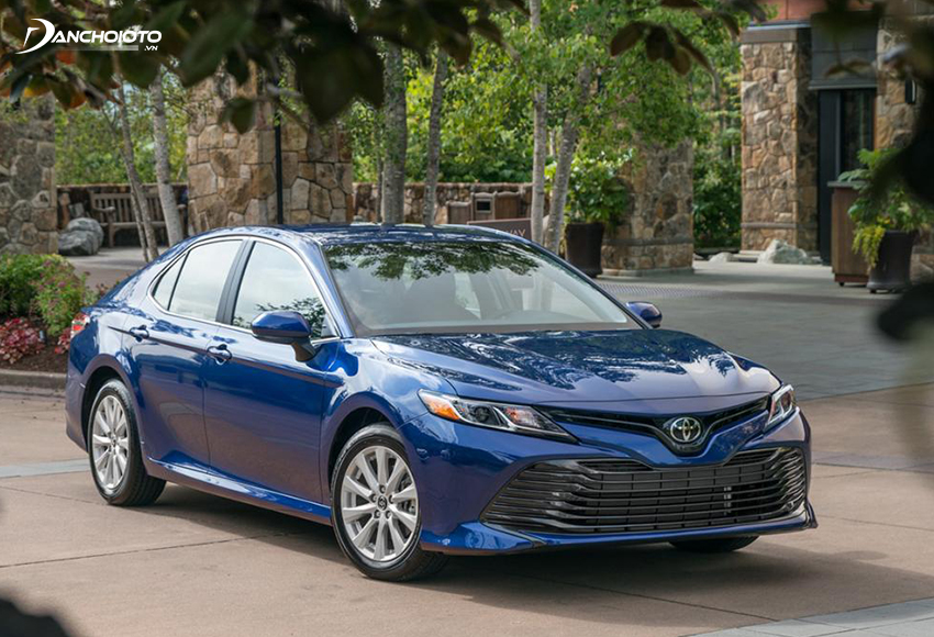 Toyota Camry 2020 sở hữu thiết kế sang trọng, bề thế, mới mẻ