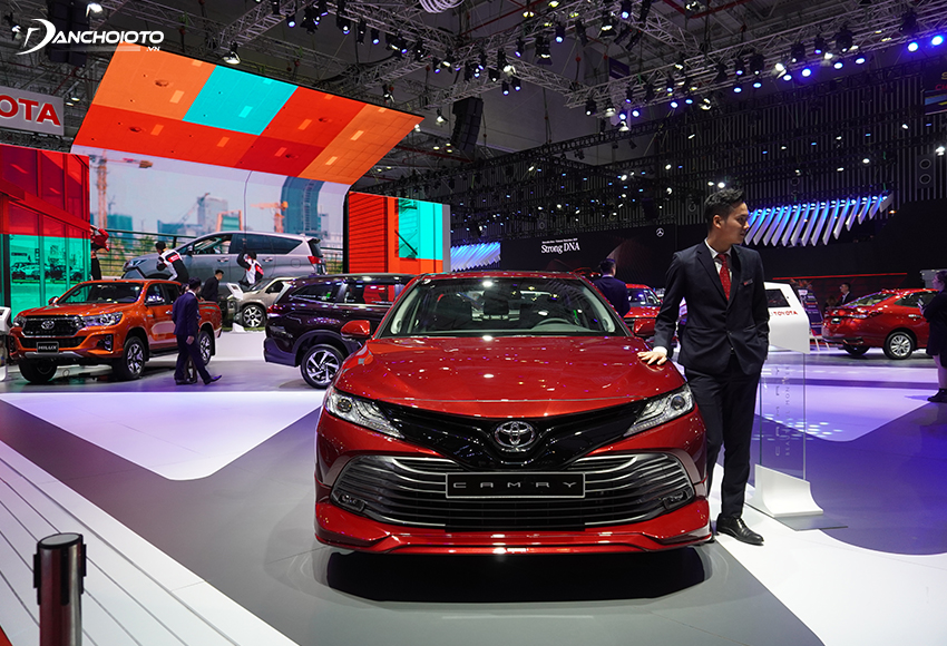 Toyota Camry 2020 sử nền tảng mới, dài hơn và trọng tâm thấp hơn