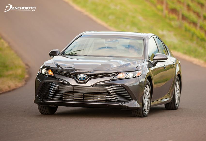 Toyota Camry mới có tầm nhìn từ vị trí ghế lái rất thông thoáng, có khả năng bao quát tốt