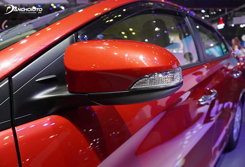 Toyota Vios 2020 có gương chiếu hậu tích hợp đầy đủ tính năng
