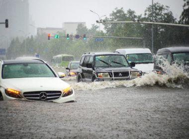 Cách xử lý khi ô tô chết máy do bị ngập nước