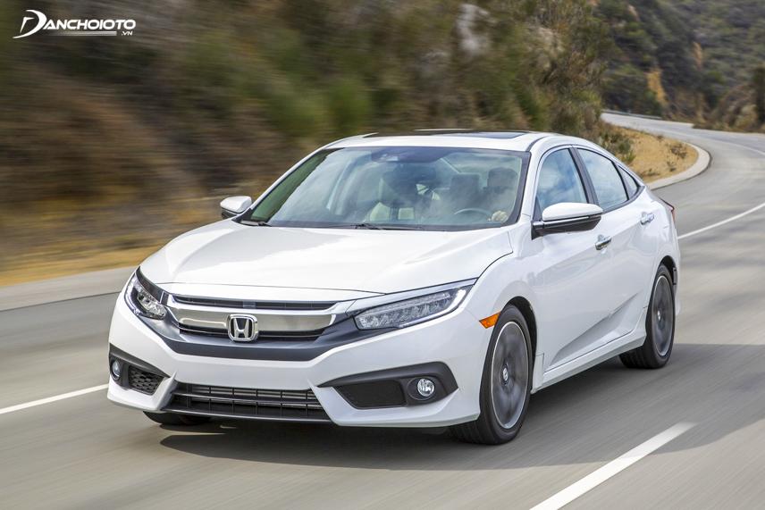 Honda Civic 2016 cũ nổi bật với kiểu dáng trẻ trung, cá tính