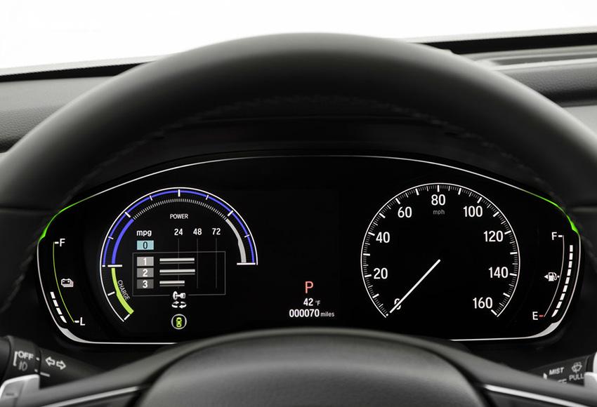 Bảng đồng hồ Accord 2020 gồm màn hình kỹ thuật số kết hợp cùng đồng hồ tốc độ cơ