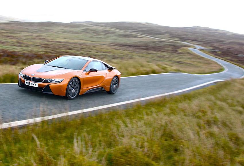 BMW i8 có thể tăng tốc 0 - 100 km/h chỉ trong 4,2 giây với tốc độ tối đa 250 km/h