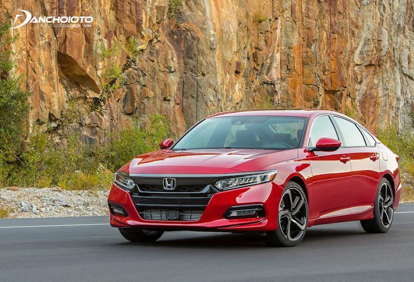 Cả thiết kế lẫn giá bán của Honda Accord đều khá kén khách