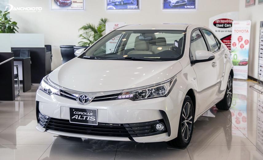 Corolla Altis 1.8G CVT và Altis 2.0V Luxury CVT là 2 lựa chọn đáng tham khảo hơn cả