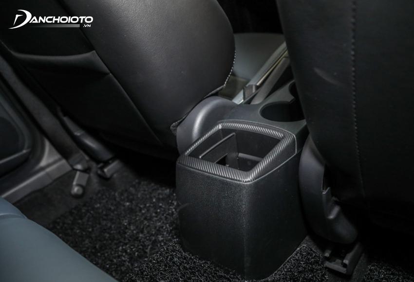 Đáng tiếc khi ngay cả Mazda 2 bản Premium cũng không có cửa gió cho hàng ghế sau