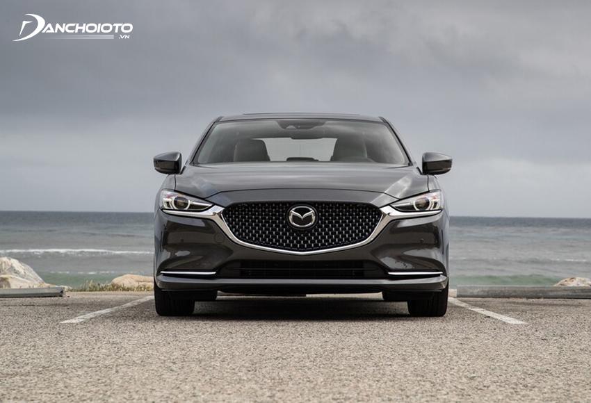 Đầu xe Mazda 6 2020 thu hút với một diện mạo mượt mà, bóng bẩy, rất ấn tượng