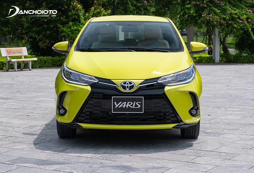 Đầu xe Toyota Yaris 2020 – 2021 ấn tượng với lưới tản nhiệt chữ X mới, mạnh mẽ và hầm hố hơn