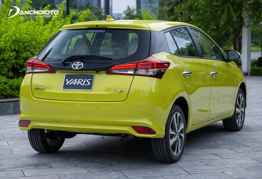 Đuôi xe Toyota Yaris 2020 - 2021 tiếp tục duy trì thiết kế từ đời trước