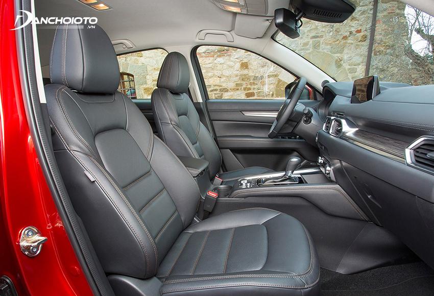 Ghế lái Mazda CX-5 2020 có chỉnh điện là trang bị tiêu chuẩn