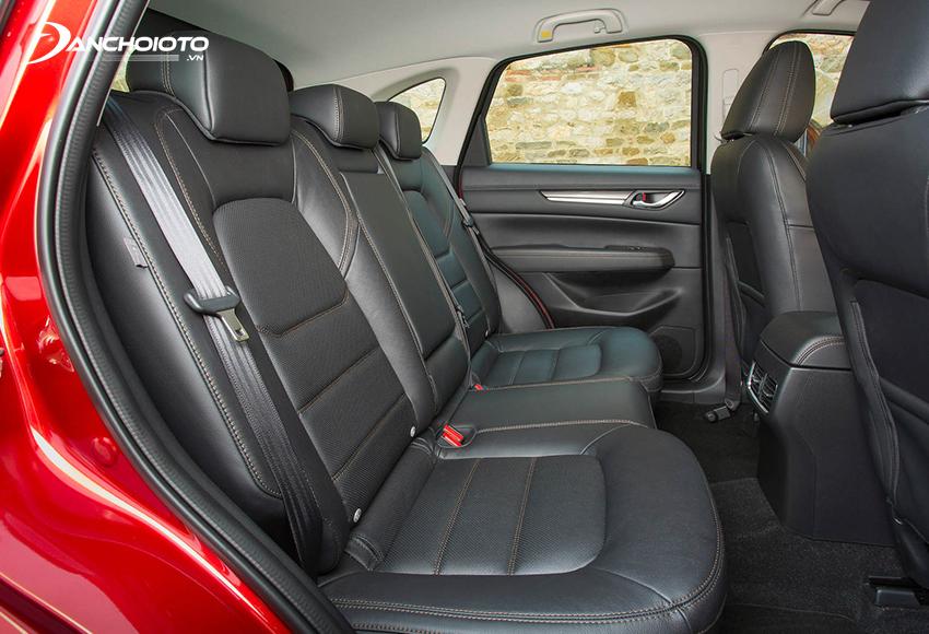 Hàng ghế sau Mazda CX-5 2020 tương đối thoải mái