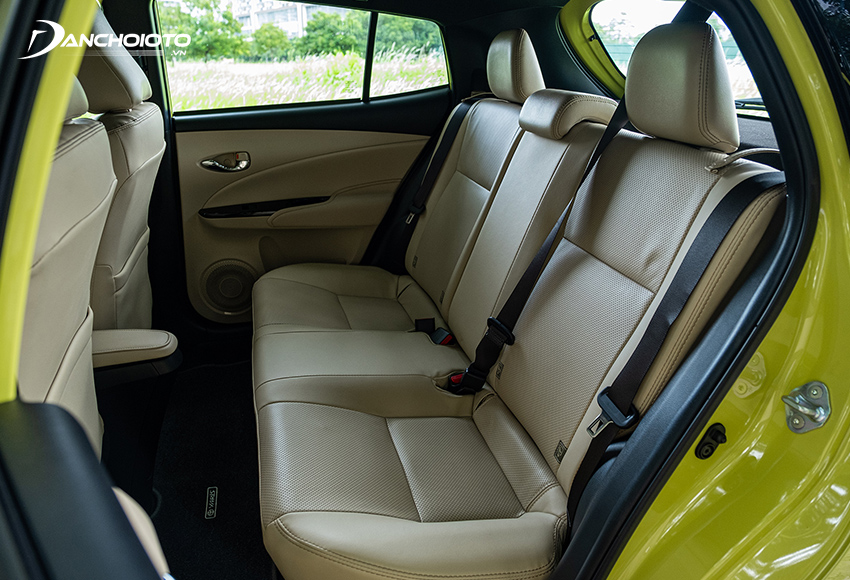 Hàng ghế sau Toyota Yaris 2020 - 2021 rất rộng rãi