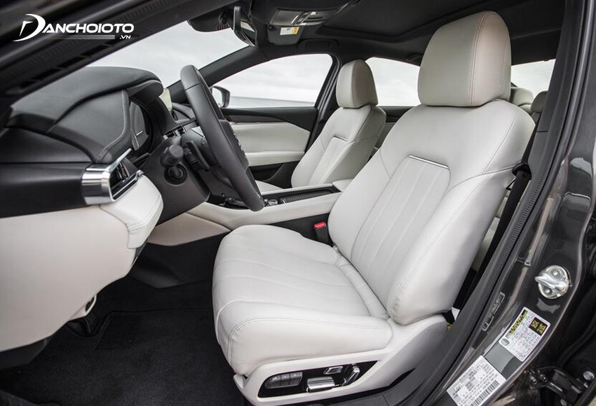 Hàng ghế trước Mazda 6 2020 thiết kế phong cách thể thao, có chỉnh điện và làm mát