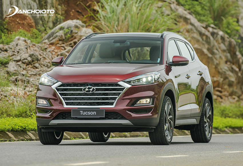 Hyundai Tucson có giá thấp hơn, sở hữu kiểu dáng ưa nhìn, có thêm phiên bản máy dầu Diesel để tham khảo